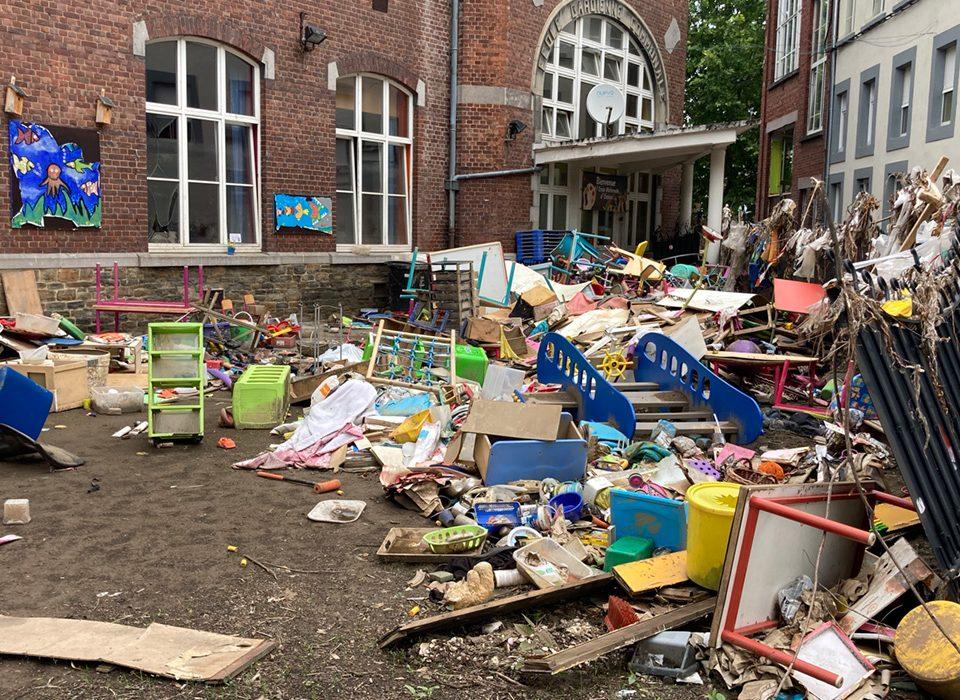 LIONSCLUB-ensival-overstromingen-school